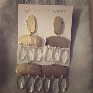 Kendra Scott gold Emmet earrings worn once! ✨